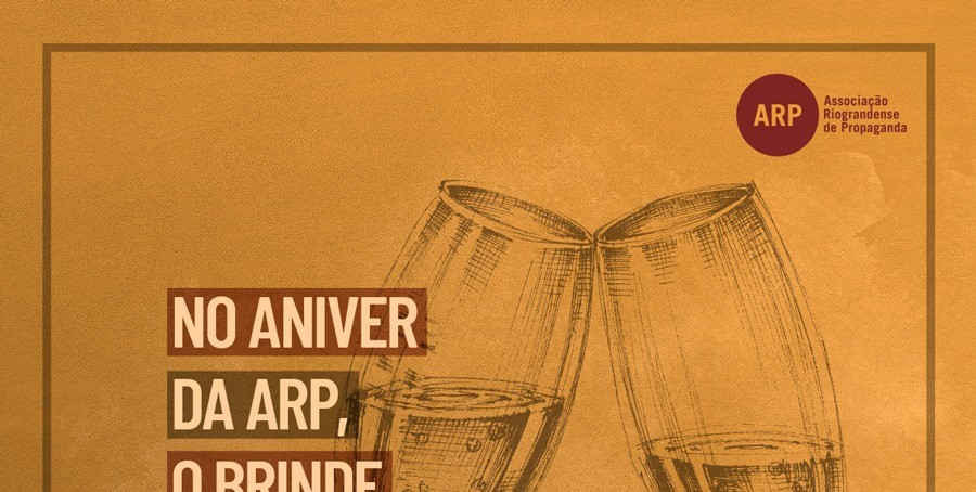 Diretoria e convidados brindam os 62 anos da ARP